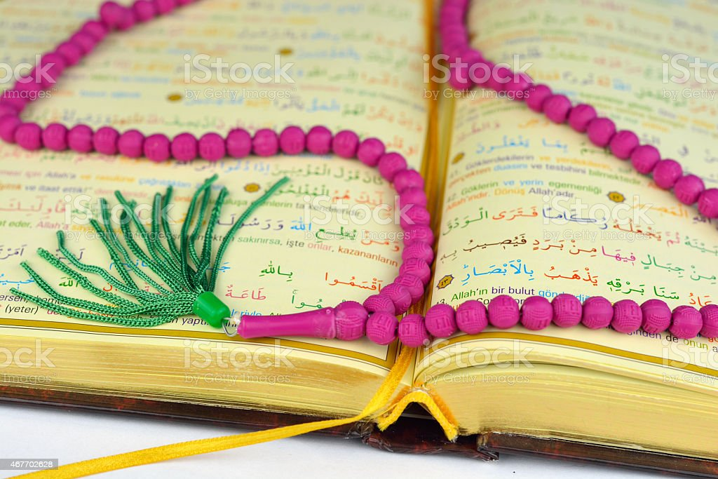 Koran Und Rosenkranz Beten Perlen In Den Farben Und Golden Seiten ...