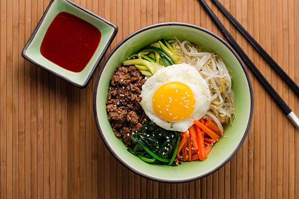 韓国のビビンバ料理 - 韓国文化 ストックフォトと画像