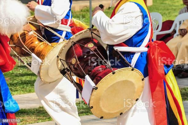 Korean farmers traditional musical instruments janggu picture id688117110?b=1&k=6&m=688117110&s=612x612&h=fvpb1zgrzshgh3ocel rwrh5emnfthf1avksx9tgyma=