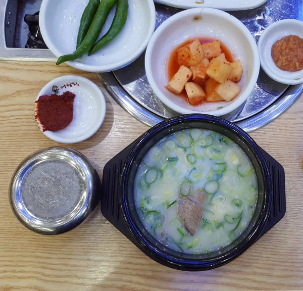 koreanisches essen seolleongtang - crock pot süßigkeiten stock-fotos und bilder