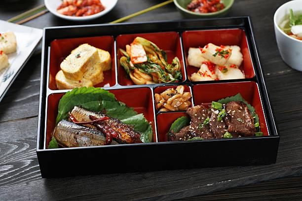 koreanische lunch box - mariniertes tofu stock-fotos und bilder