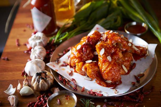 韓国のピリ辛風味の地鶏 - 韓国文化 ストックフォトと画像