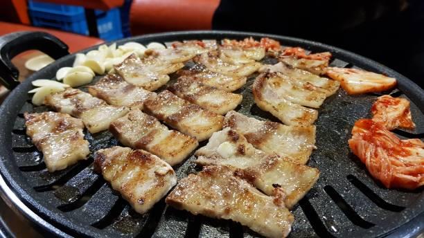 panceta de cerdo estilo coreano - tocino fotografías e imágenes de stock