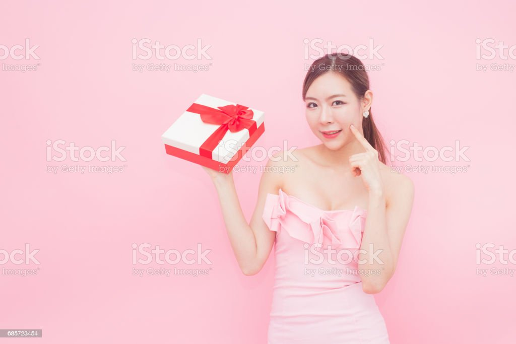 Korean woman fashion set sweet pink sexy girl, woman holding gift box concept, isolated with pink background, 20-30 year old. 免版稅 stock photo