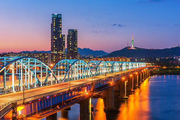 Corea, de Seoul por la noche, Corea del sur de los edificios de la ciudad - foto de stock