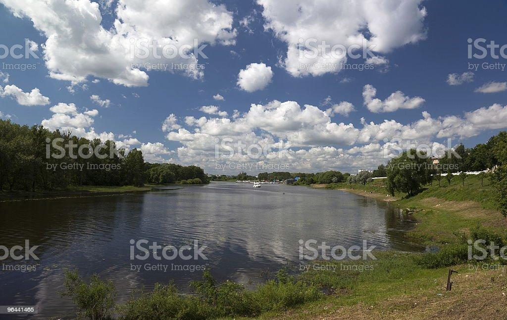 Kotorosl rio. Yaroslavl. A Rússia. - Foto de stock de Azul royalty-free