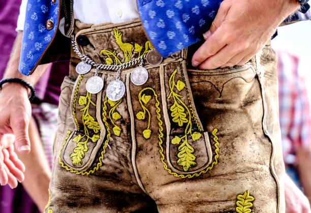 krachlederne - bayern - bayerische tracht stock-fotos und bilder