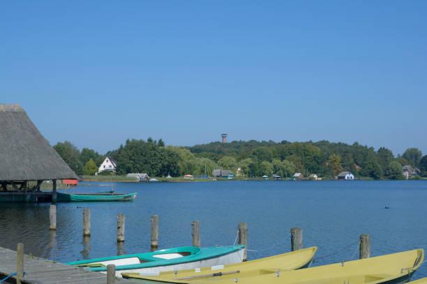 krakau am see, der mecklenburg lake district, deutschland - nationalpark müritz stock-fotos und bilder
