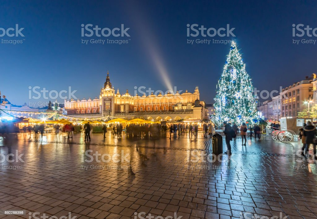 Krakauer Hauptmarkt mit Weihnachtsbaum und Tuchhallen Zeitraffer – Foto