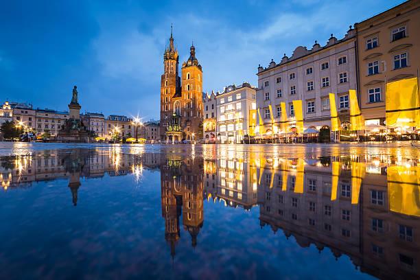 Krakau, die Altstadt von Krakau in Polen bei Nacht – Foto