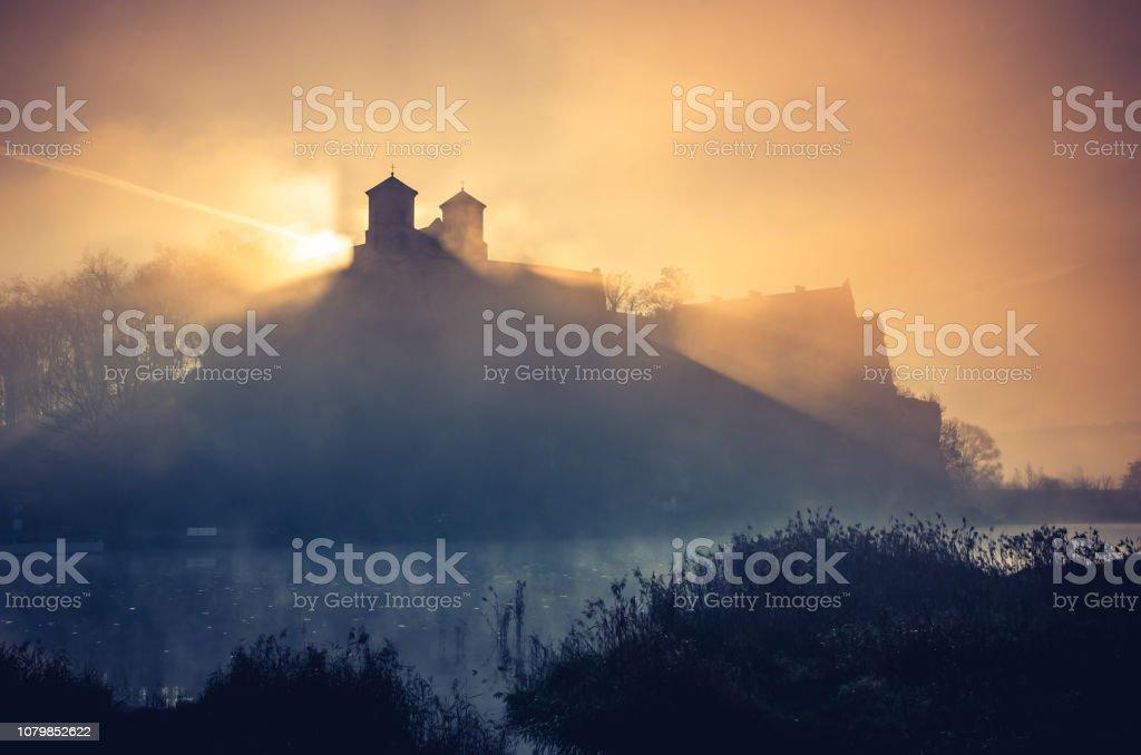 Krakau, Polen, Abtei von Tyniec nebligen Sonnenaufgang – Foto