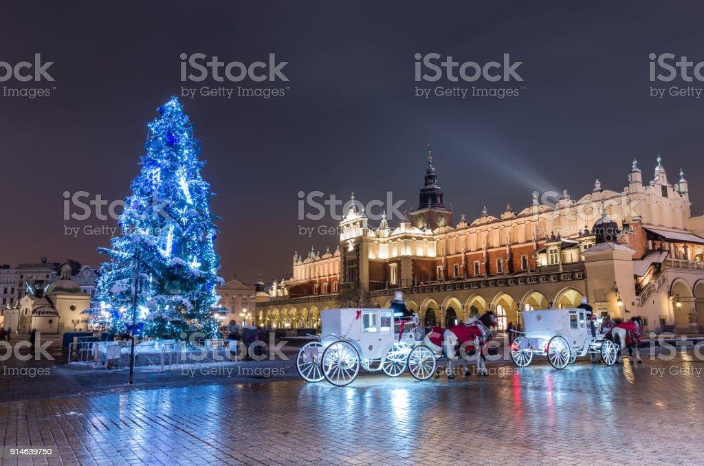 Krakau, Polen, Weihnachtsbaum und Tuchhallen am Main Marktplatz – Foto