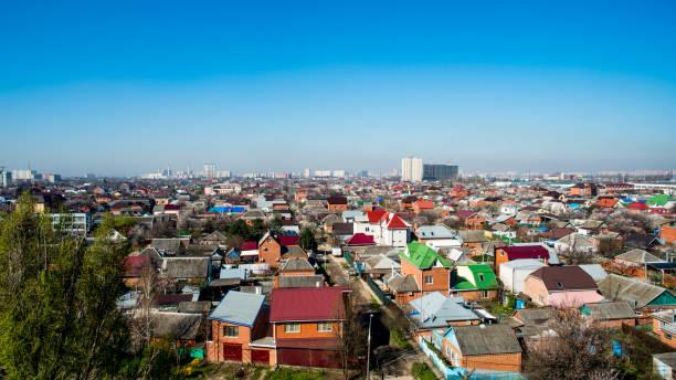 空撮からクラスノダール, ロシア連邦 - 2018 年 4 月 5 日: クラスノダール地方都市の景観 - クラスノダール市 ストックフォトと画像
