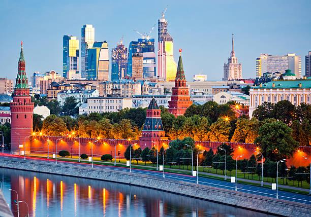 kremlin e rio moskva parede no início da manhã - moscovo - fotografias e filmes do acervo
