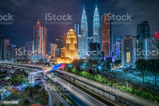 Photo of Kuala Lumpur Cityscape at night with saloma bridge connection in between old town and new city buildings across highway