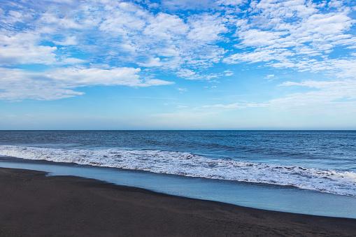 Taking the sandy beach of Kujukuri spread summer sky