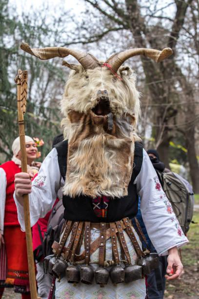 kukeri. festival kukerland 2018 bulgarien - cro maske stock-fotos und bilder