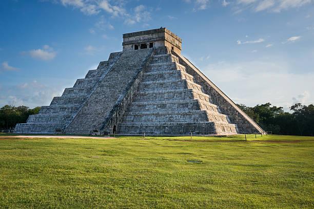 Piramide di Kukulkan a Chichen Itza, Messico (tramonto) - foto stock