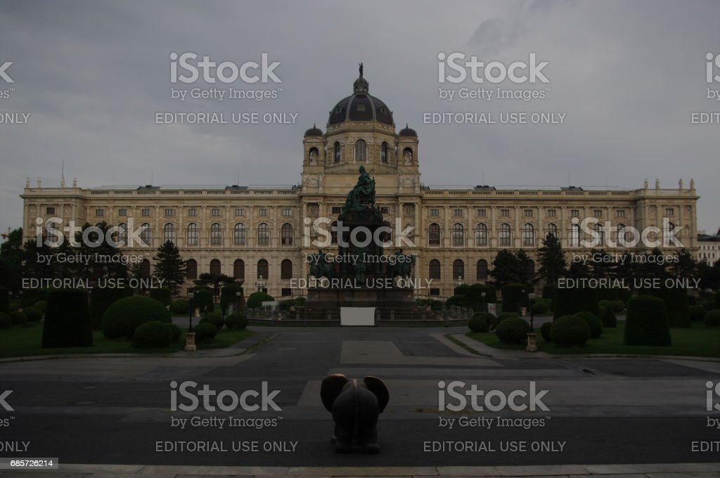 Kunsthistorisches Museum (Museum of Art History) & Bronze Elephant Sculpture stock photo
