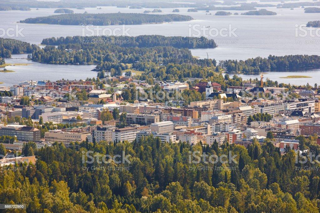 Kuopio-Dorf in Finnland. Insel, Waldsee. Finnische Landschaft – Foto