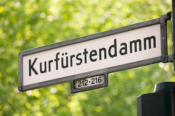 kurfürstendamm street - straßenschild stock-fotos und bilder