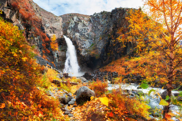 kurkure waterfall in altai mountains, siberia, russia. - altai nature reserve стоковые фото и изображения