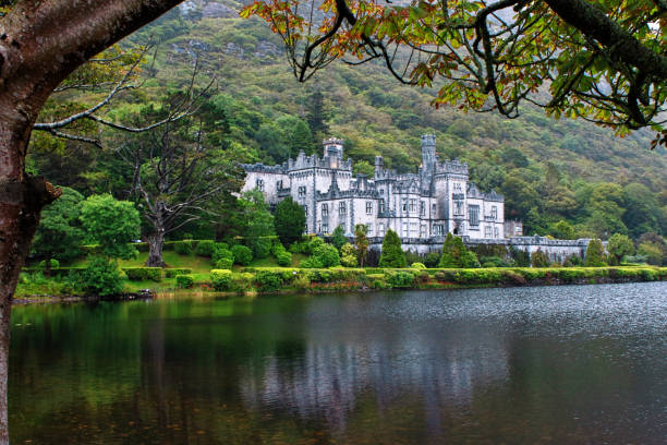 Kylemore Abbey in Connemara Mountains, Irland – Foto