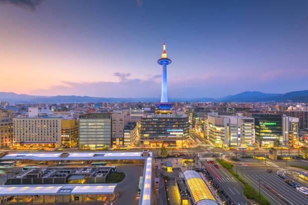 kioto, japón horizonte urbano - kyoto fotografías e imágenes de stock