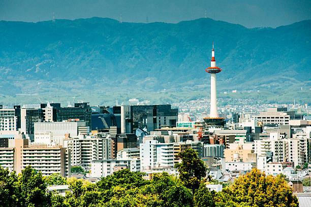 horizonte de kyoto, japón - kyoto fotografías e imágenes de stock