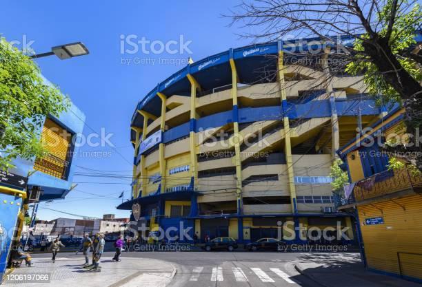 La Bombonera Famous Football Stadium In Buenos Aires — стоковые фотографии и другие картинки Diego Maradona