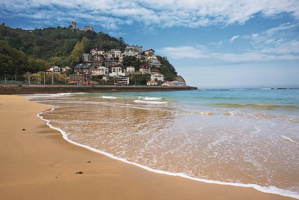 la concha beach and igueldo mount, san sebastian, basque country - san sebastian donostia stock-fotos und bilder