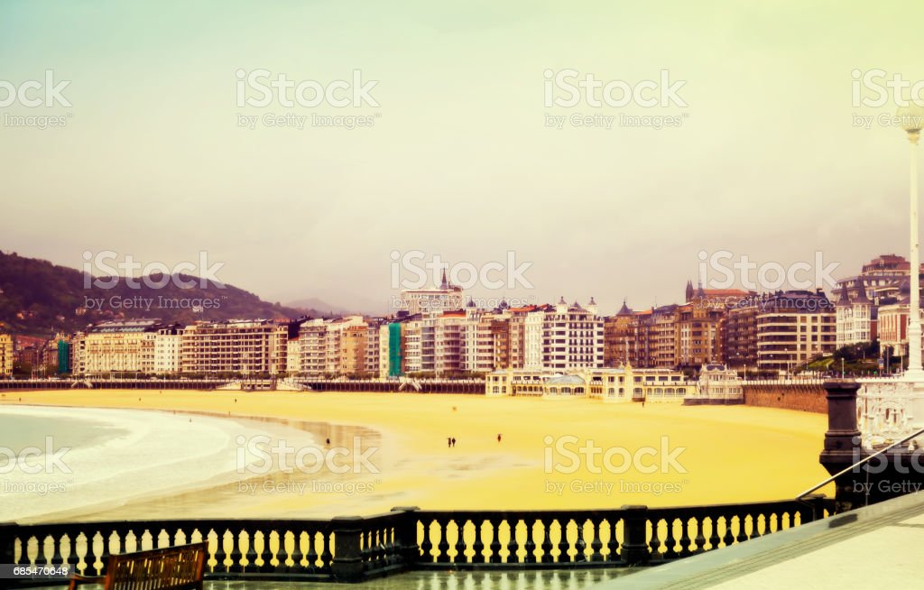 La Concha beach in autumn day at San Sebastian foto de stock royalty-free