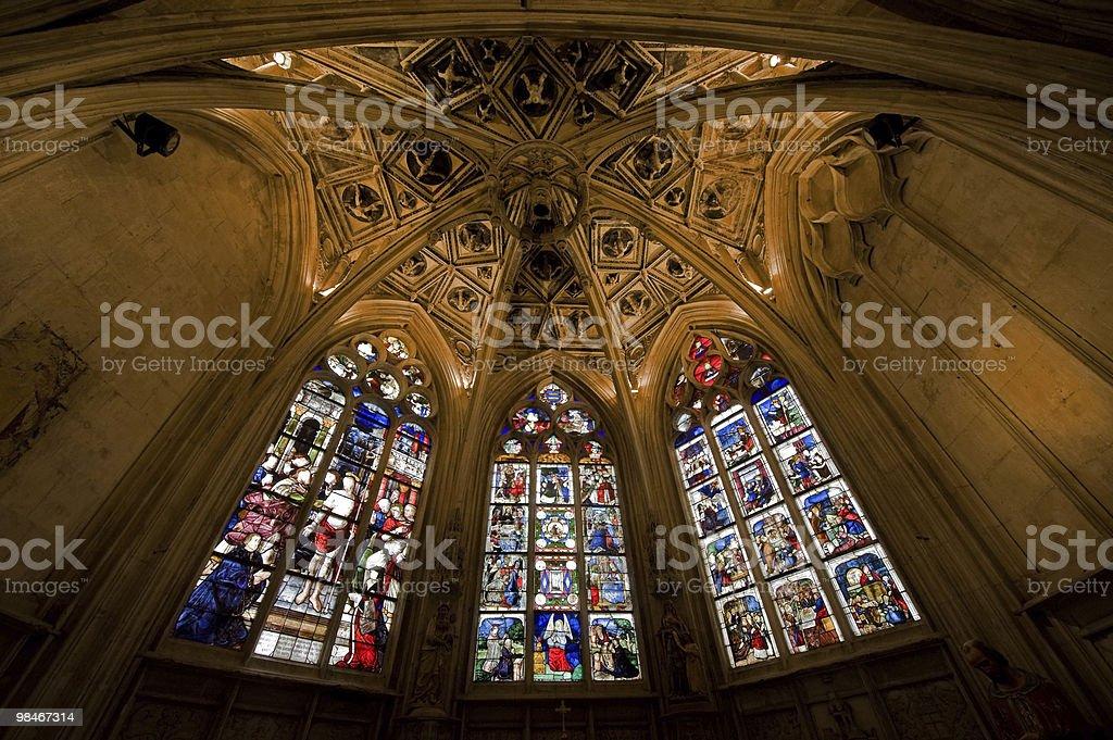La Ferté-Bernard (Francia)-interno chiesa gotica foto stock royalty-free