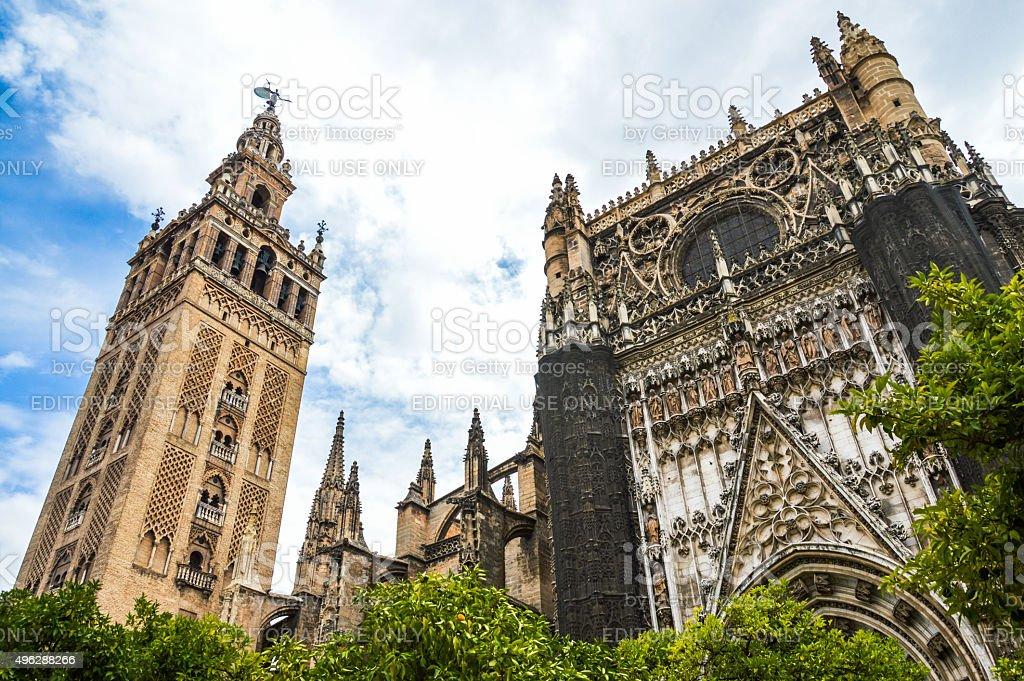 La giralda catedral de sevilla fachada del hotel for Exterior catedral de sevilla