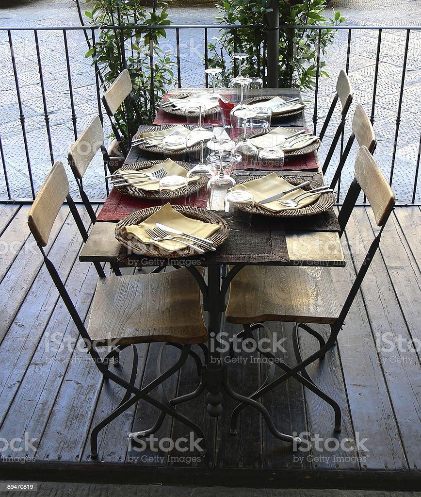 La mesa está puesta royalty-free stock photo