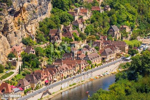 istock La Roque-Gageac, Dordogne 1307989599