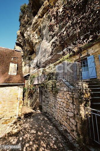 istock La Roque-Gageac village, Dordogne region, France 1257656345