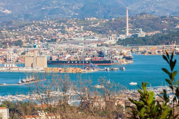 la spezia commercial port panoramic view - la spezia foto e immagini stock
