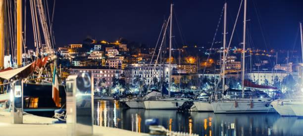 la spezia marina at night - la spezia foto e immagini stock