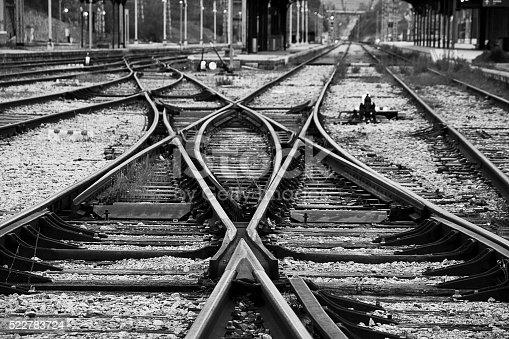 La vieja estación que se asemeja a los caminos de la vida.