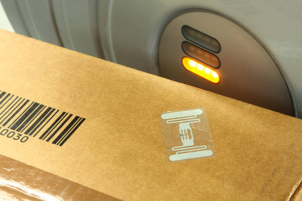 RFID label on box RFID-labelled box next to antenna radio frequency identification stock pictures, royalty-free photos & images