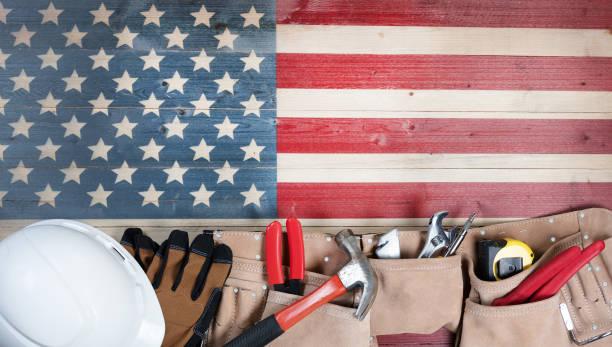 feriado do dia do trabalho para estados unidos da américa com ferramentas de trabalho - dia do trabalhador - fotografias e filmes do acervo
