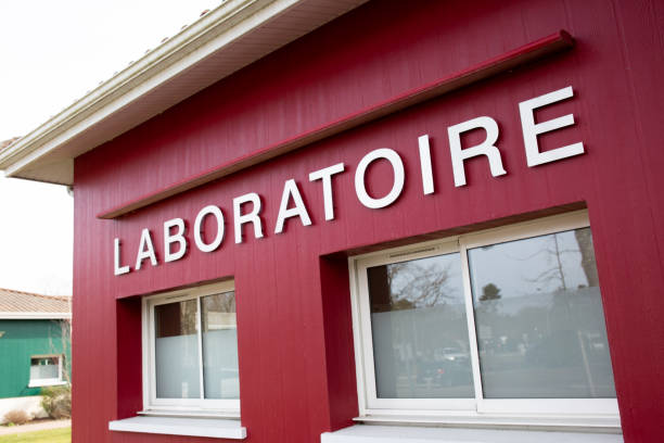 laboratoire french means Medical analysis laboratory sign building study coronavirus covid-19 laboratoire french means Medical analysis laboratory sign building study coronavirus covid-19 laboratoire stock pictures, royalty-free photos & images
