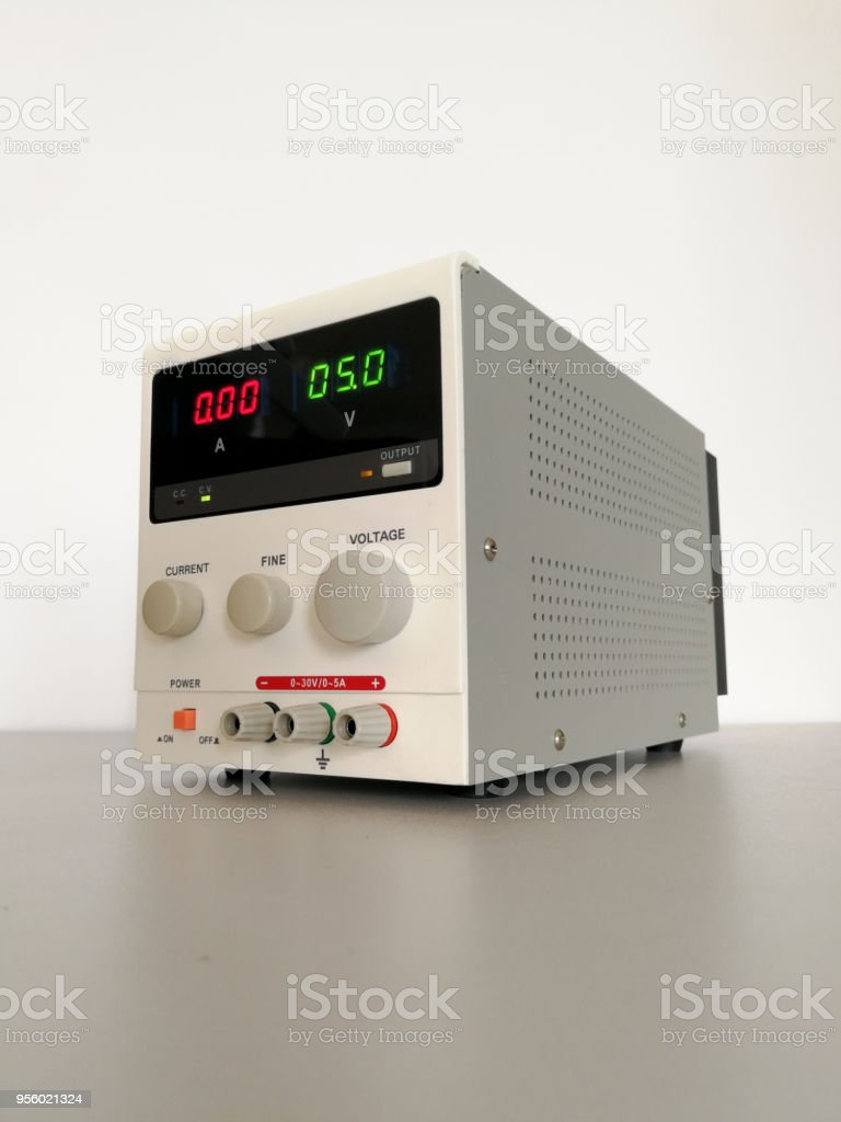 Laboratory Adjustable Voltage Dc Power Supply For Electronics