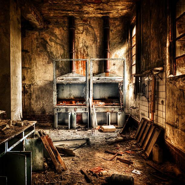 laboratório queimado arruinado interior, destruição abandonado edifício - burned oven imagens e fotografias de stock