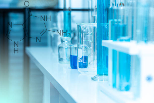 laboratory glassware equipment and science experiments with chemical formula. laboratory glassware containing chemical liquid. science research, background and concept in blue tone. - ricerca scientifica foto e immagini stock