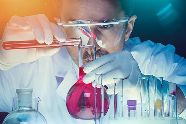 análisis de laboratorio  - química fotografías e imágenes de stock