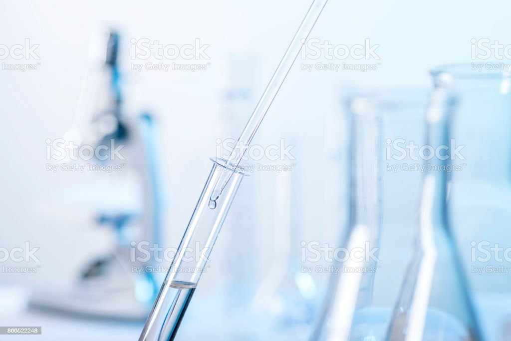 Laborszene mit Pipette und Reagenzglas stock photo