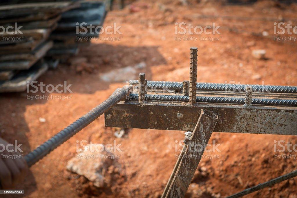 Zbrojenie robocze ze stali zbrojeniowej - Zbiór zdjęć royalty-free (Betonowy)