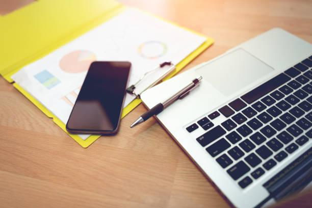 labtop Computertastatur für Buchhaltungsmitarbeiter – Foto